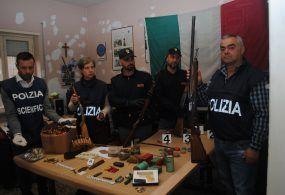 Velletri – Trova un arsenale a casa del fratello defunto e ne simula il furto, anziano arrestato dalla Polizia