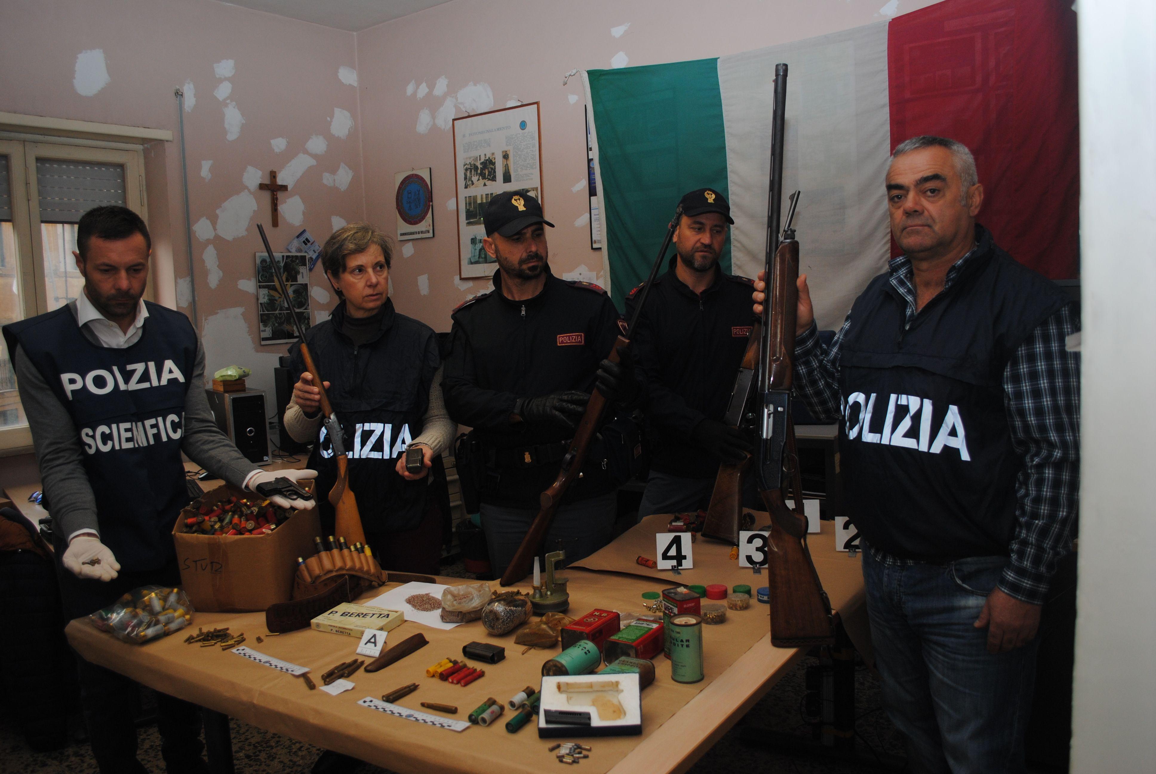polizia velletri anziano arsenale