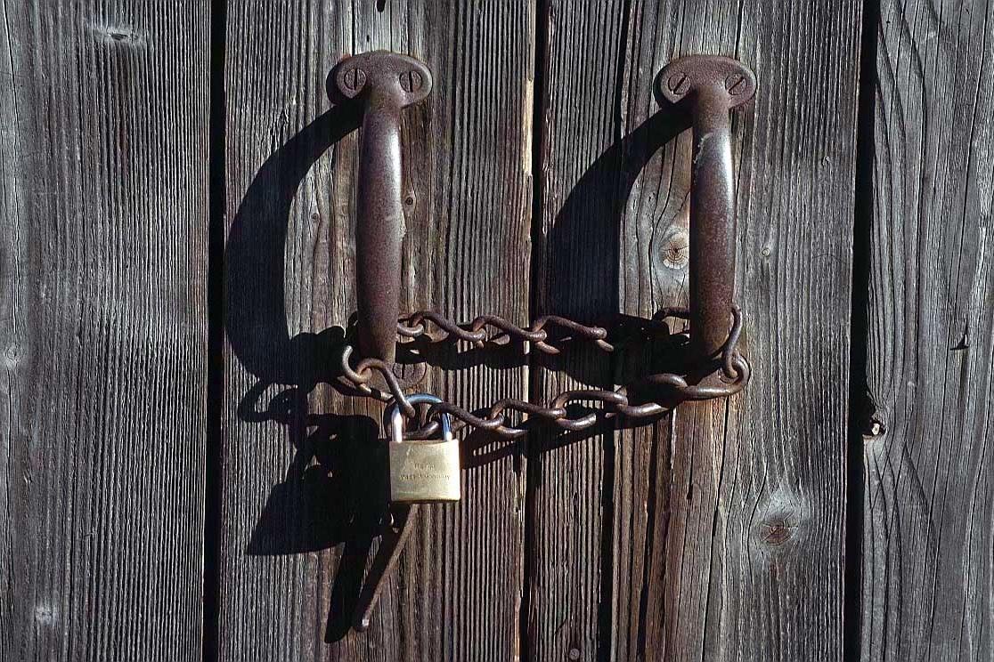 il comune di genzano cambia la serratura della palestra