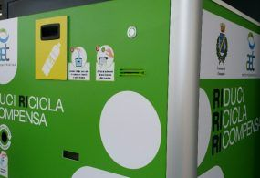 """""""Riduci, ricicla, ricompensa"""": inaugurato a Ciampino il secondo eco-compattatore Greeny"""