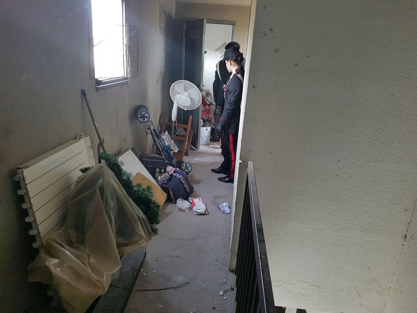 pushere carabinieri droga roma