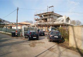 San Cesareo: continuavano i lavori di costruzione su due ville abusive; arrestata una donna e denunciati sei operai