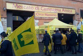 Il Comune di Roma chiude il mercato del Circo Massimo: maxi protesta della Coldiretti