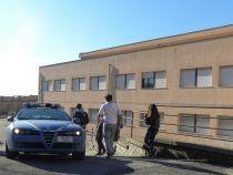 Caos al Pertini di Genzano: giovane sfonda la porta a calci e pugni e gli insegnanti chiamano la polizia