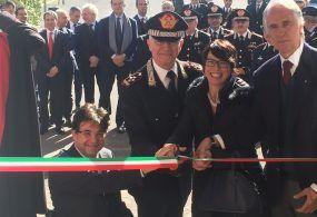 Il Comandante dei Carabinieri incontra gli atleti dell'Arma; sul palco il Presidente del Coni e grandi campioni del passato