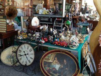 roma mercatino bancarella orologio furto