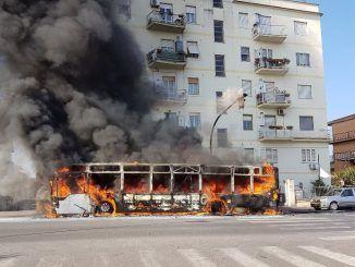 bus fiamme viale kennedy ciampino