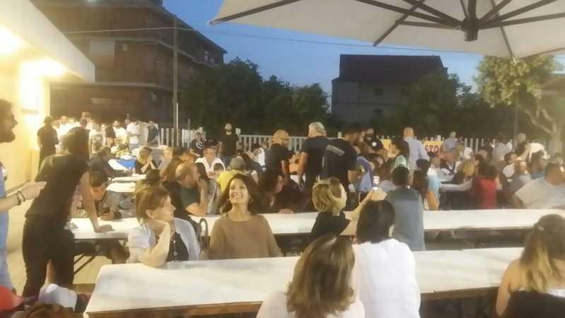 mega festa per cena di chiusura