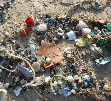 mari fiumi rifiuti