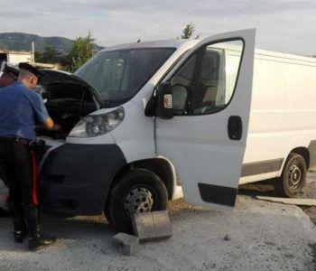 Centrale di riciclaggio auto scoperta dai Carabinieri. Arrestate 5 persone