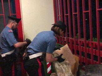 Controlli dei Carabinieri a Tor Bella Monaca, fermate sei persone per possesso di droga e denaro contante