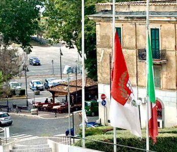 Il Comune di Grottaferrata in lutto insieme alla città di Genova dopo la strage di vittime a causa del crollo del ponte