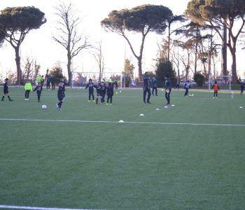 campo da calcio con giocatori